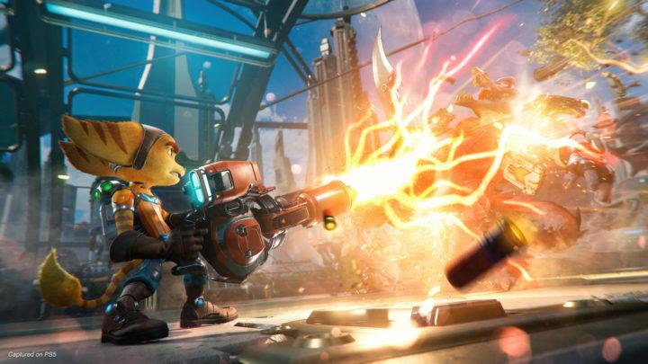 Ratchet & Clank: Rift Apart dostal další trailer, zaměřuje se na zbraně
